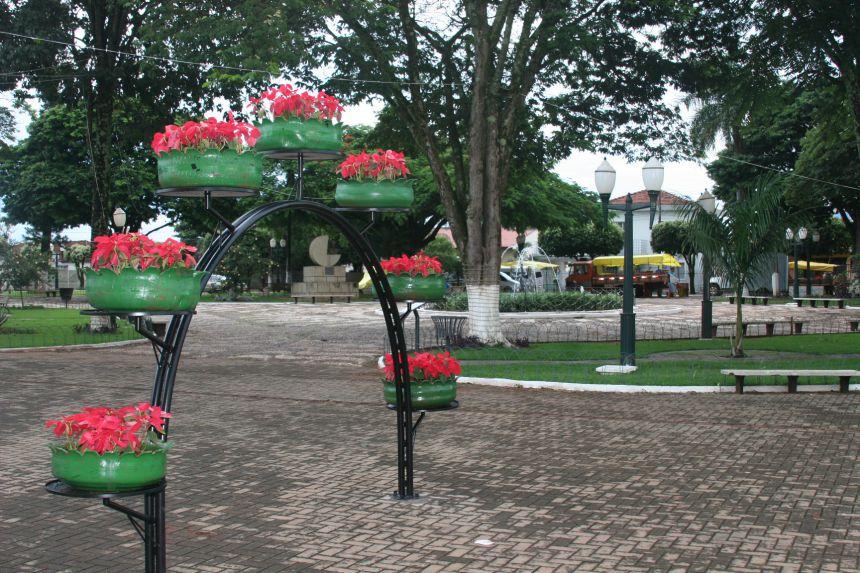 Visual florido na Praça João Marques.