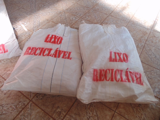 O processo de reciclagem é composto de várias fa