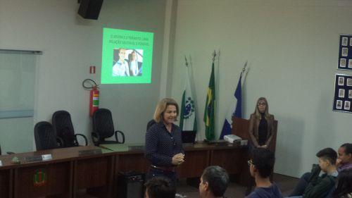Jovens são inseridos em ação educativa de trânsito em Floraí
