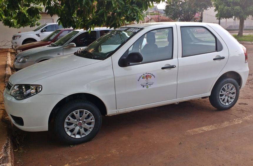 """01 Veículo Fiat Palio - Secretaria de Assistência Social - Centro de Convivência - """"Roncador Educa"""""""