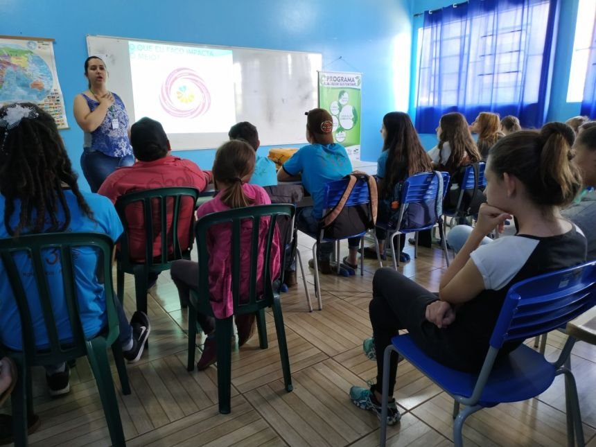 ESCOLA LEONEL BINI E ESCOLA ESTADUAL DO CAMPO PALMITAL 43 RECEBEM PALESTRA SOBRE EDUCAÇÃO AMBIENTAL
