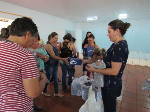 PREFEITURA ENTREGA UNIFORMES PARA AGENTES DE SAÚDE