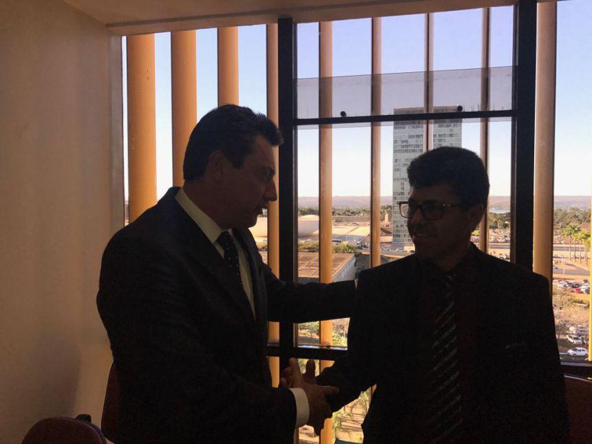 Prefeito viaja a Brasília para resolver pendências do Município