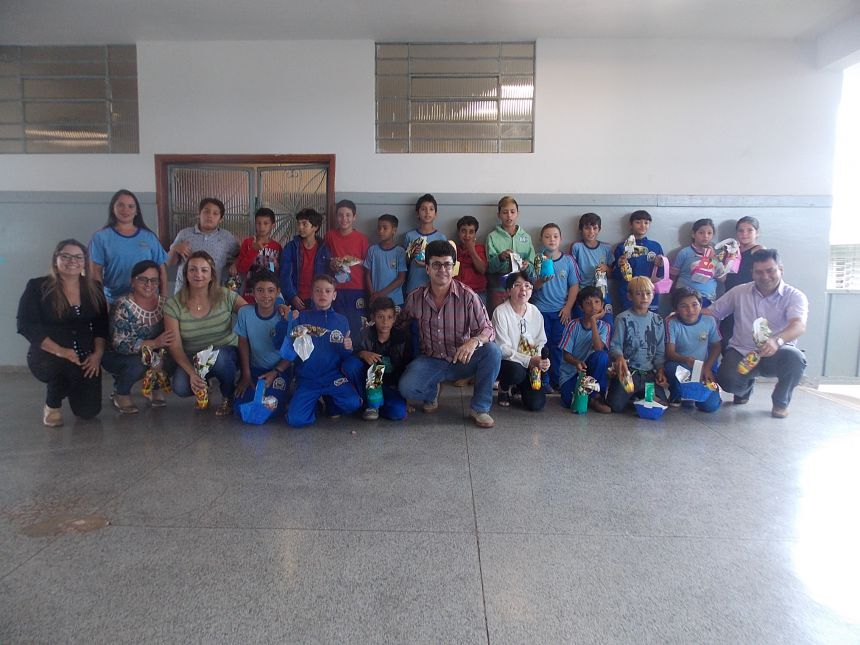 Crianças da Rede Municipal recebem ovos de páscoa da Secretaria de Educação