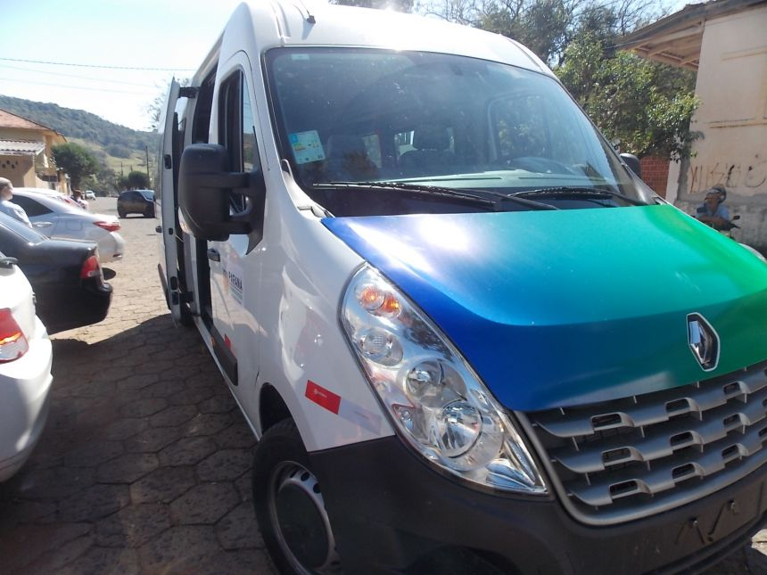 Prefeito entrega Van de 16 lugares para a Secretaria de Saúde
