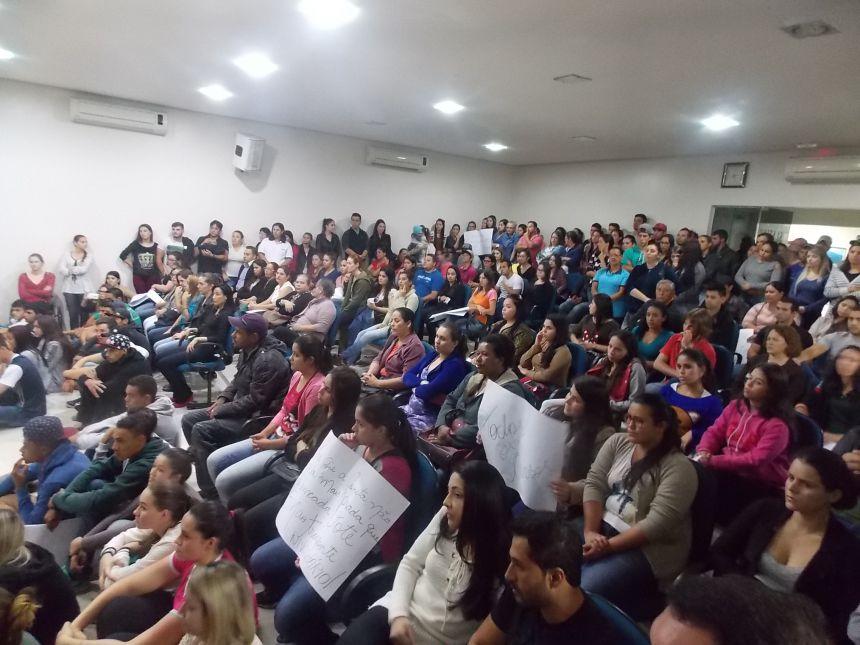 Universitários lotam plenário da Câmara por aprovação de auxílio ao Transporte