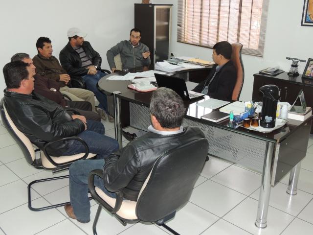 O prefeito Amadeu, os vereadores Valcelir, Abel, Jorge e Sebastião, juntamente com os responsáveis pelo evento, Dolenga e Alan.