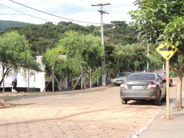 Lombadas nas proximidades da Escola Municipal Professora Maria de Lourdes Rosas Travensolli