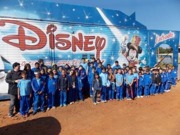 Alunos municipais assistem a espetáculo do Circo Disney