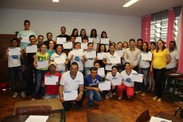 45 alunos concluem curso de inclusão digital em Curiúva