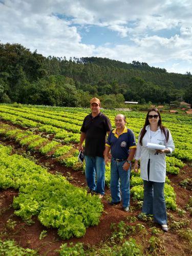 Servidores da Prefeitura visitam produtores de alimentos usados na merenda escolar