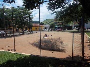 A quadra de esportes da Praça Constante Borges está em reforma