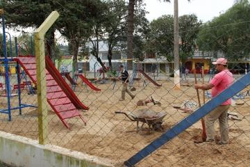 Parque Infantil da Praça Constant Borges recebe melhorias
