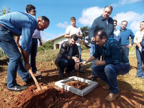 Cohapar entrega as chaves de 15 casas rurais em Curiúva