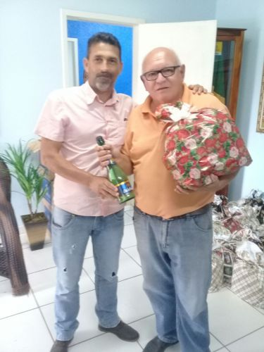 Prefeitura distribui cestas de natal a funcionários