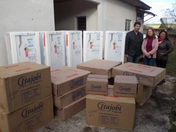 Aquisição de 5 refrigeradores e 5 fogões beneficiará Escolas municipais e Assistência Social
