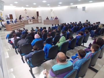 Alunos da Esc. Mun. Maria de Lourdes visitam a câmara de vereadores de Curiúva