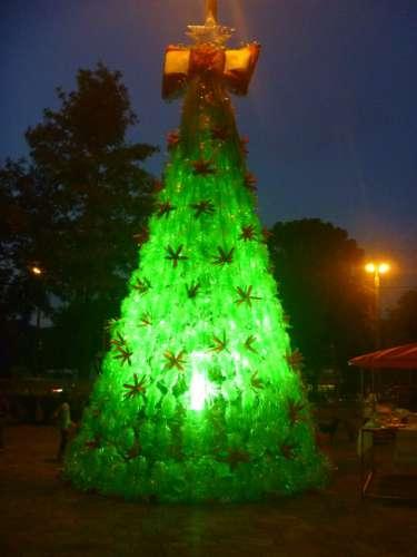 Árvore feita com garrafas pet, Natal 2012