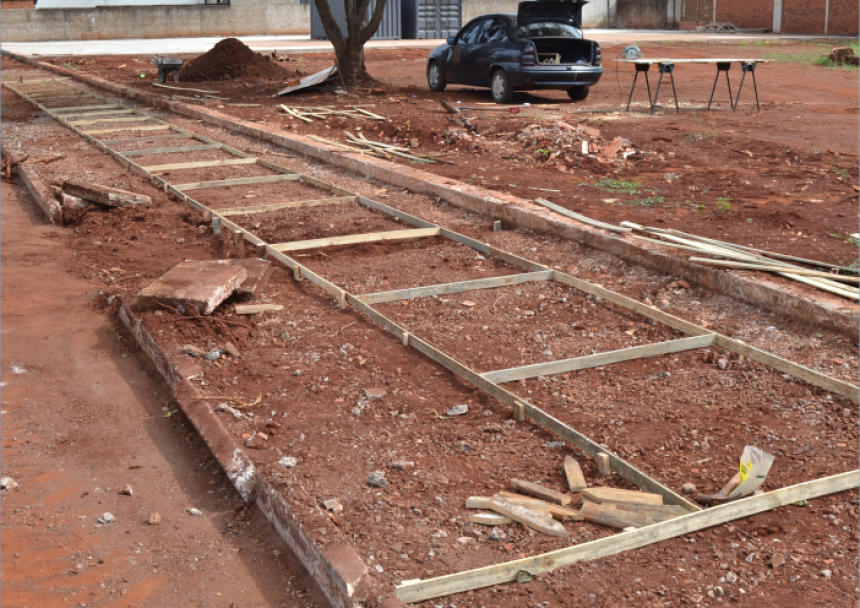 Prefeitura implanta calçada na obra do Campo Society Municipal