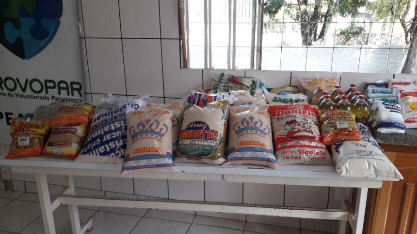 Divisão de Esporte doa alimentos para o PROVOPAR