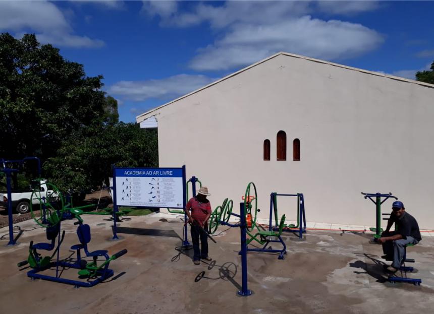 Mais uma academia ao livre instalada