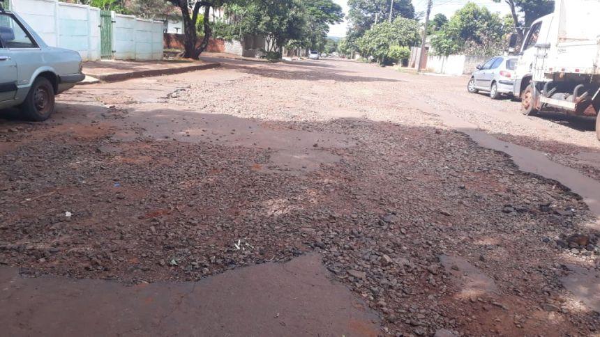 OBRAS DE RECAPEAMENTO EM PEABIRU, TRECHO DA RUA VER. MILTON P. DE BRITO