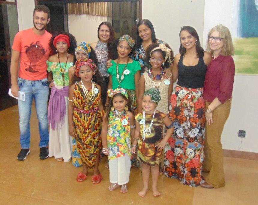 Escolas municipais participam do Concurso de Beleza Afro em Peabiru