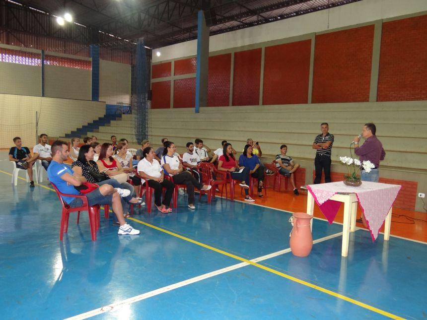 Iniciado curso para formação de treinadores sociais de futebol