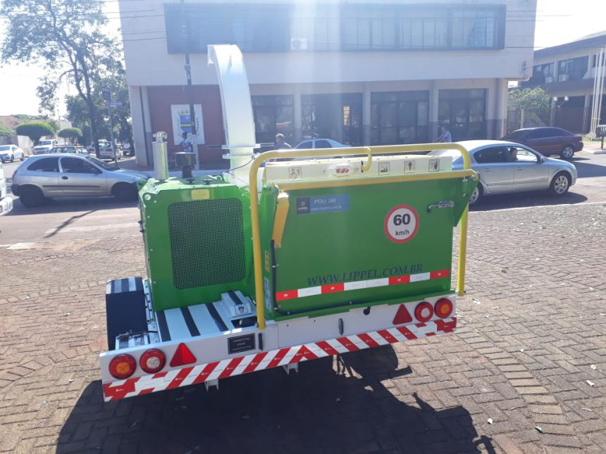Prefeitura adquiri um Triturador de Galhos