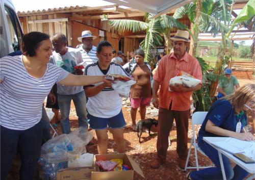 CRAS entrega alimentos doados no Acampamento Nova Canaã