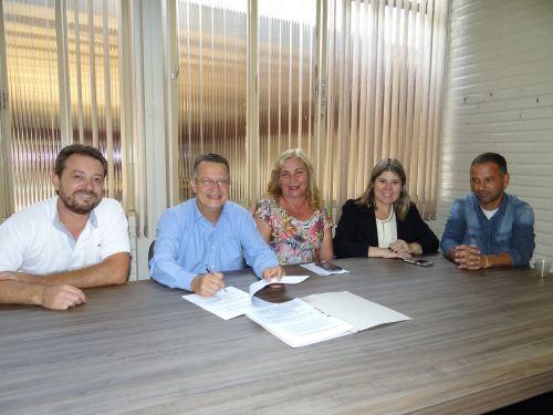 Prefeitura de Peabiru assina convênio com a Comunidade Videira