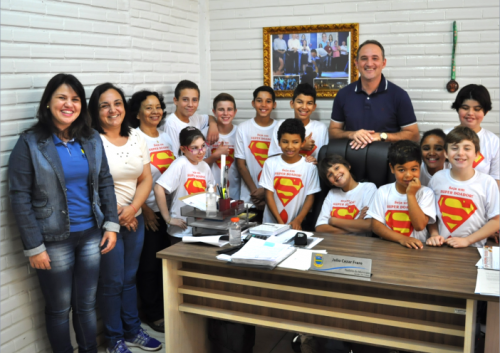 Prefeito recebe crianças do Projeto Sangue Solidário