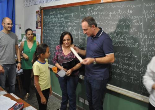 A Prefeitura doou 180 flautas para crianças