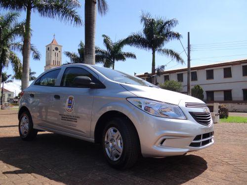 Prefeitura entrega carro zero quilômetro para Educação