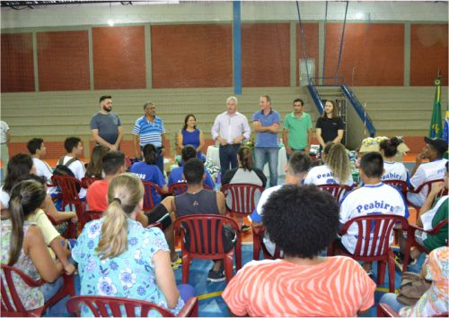 Peabiru recebeu kits esportivos do Sec. de Estado Douglas Fabrício