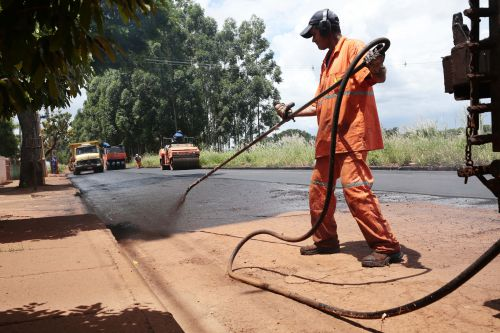 Novos trechos são beneficiados com recape e tapa-buraco em Peabiru