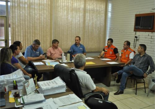 Defesa Civil do Paraná se reúne com prefeito e secretários