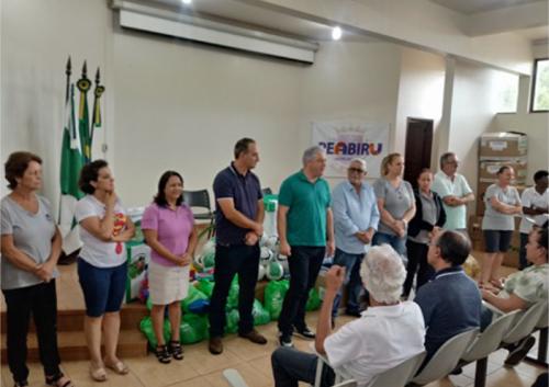 Secretaria de Estado entrega materiais esportivos a Peabiru
