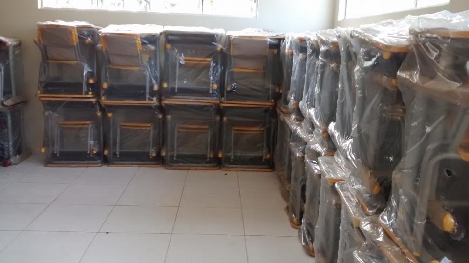 Aquisição de 500 Conjuntos Mobiliário Escolar