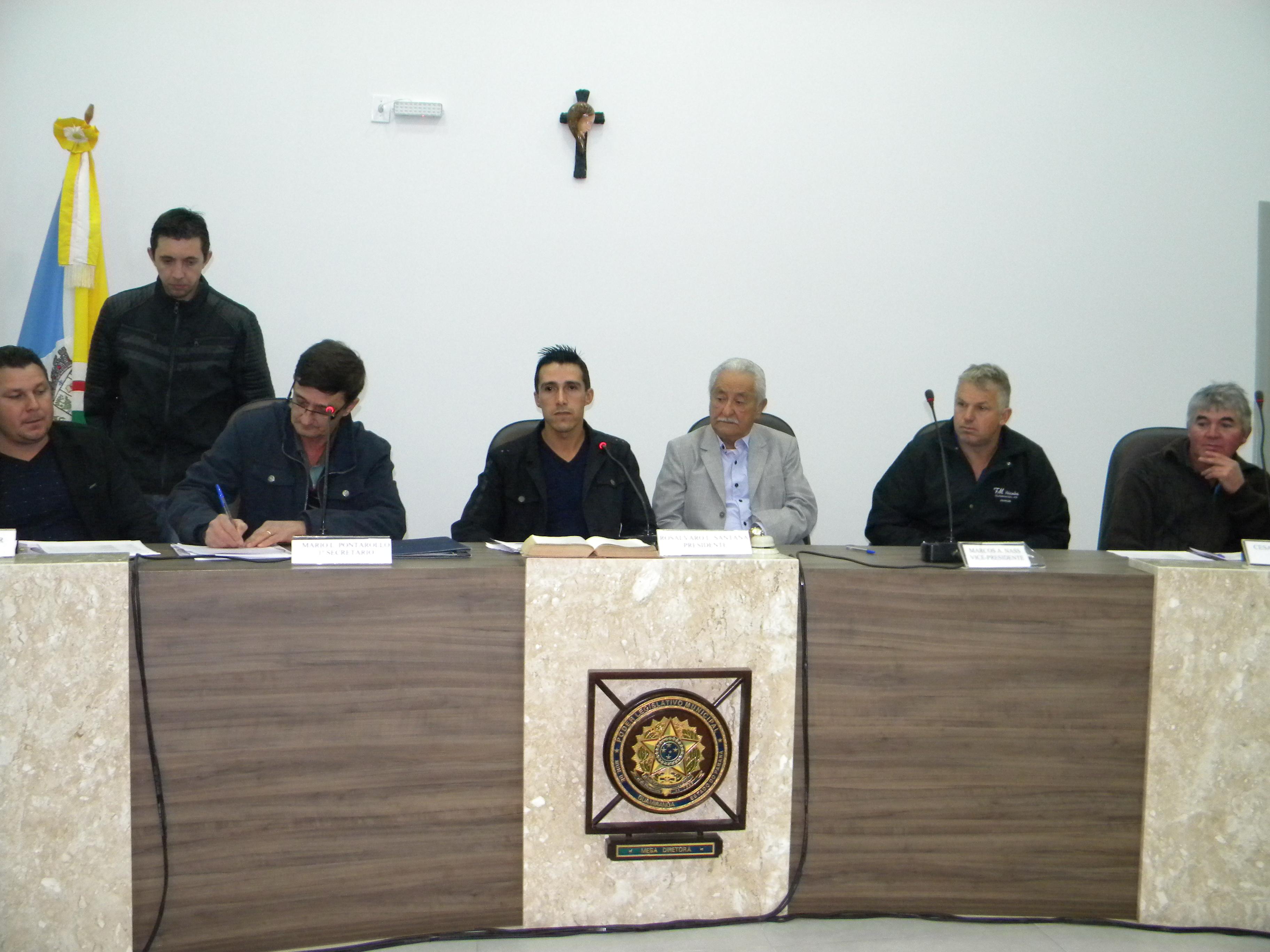 O Prefeito Ângelo Machado do Nascimento participou da sessão.