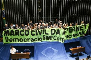 Para agradar ao governo, Senado aprova Marco Civil sem mudanças...