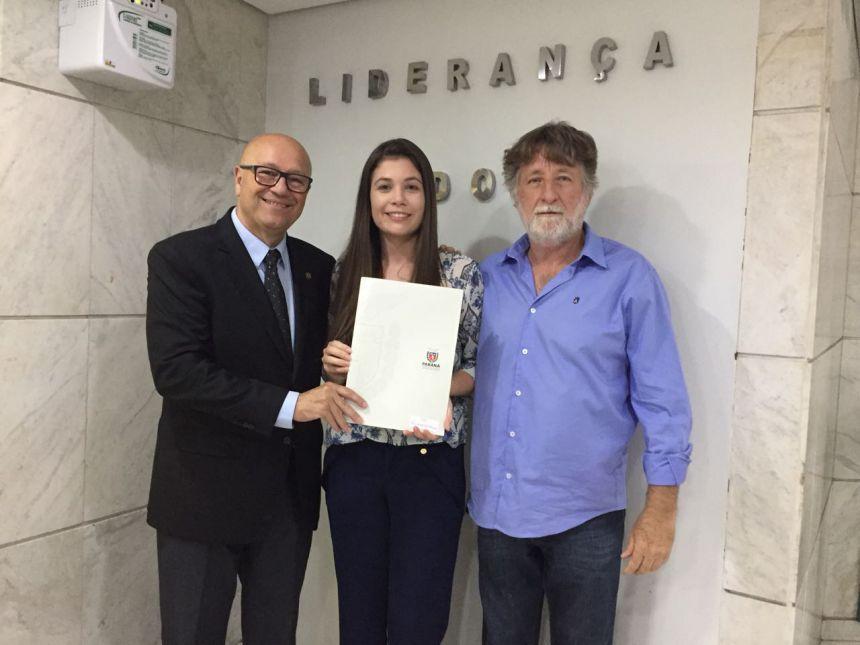 PREFEITA BRUNA CASANOVA ASSINA CONVÊNIO DE R$ 1,5 MILHÃO PARA RECAPEAMENTO ASFÁLTICO DE PRIMEIRO DE MAIO