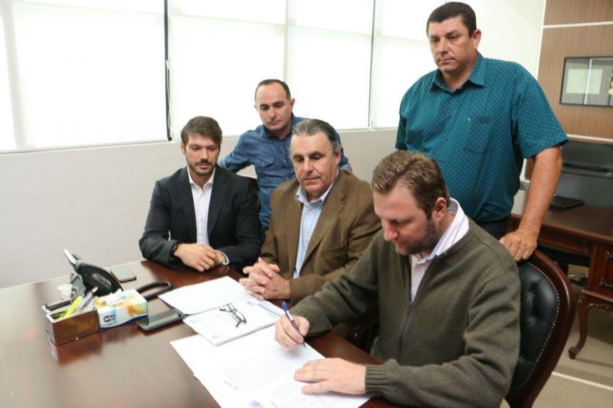 Primeiro de Maio assina convênio para novas casas