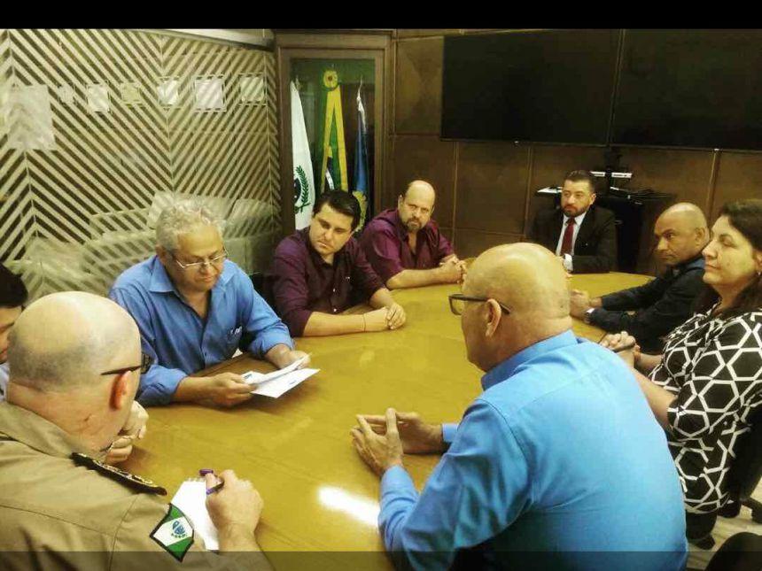Prefeito Evaristo Ghizoni Volpato em reunião na Sede da Polícia Militar em Curitiba-PR.