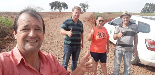Vereadores acompanharam os trabalhos de cascalhamento na estrada do Macoppi.