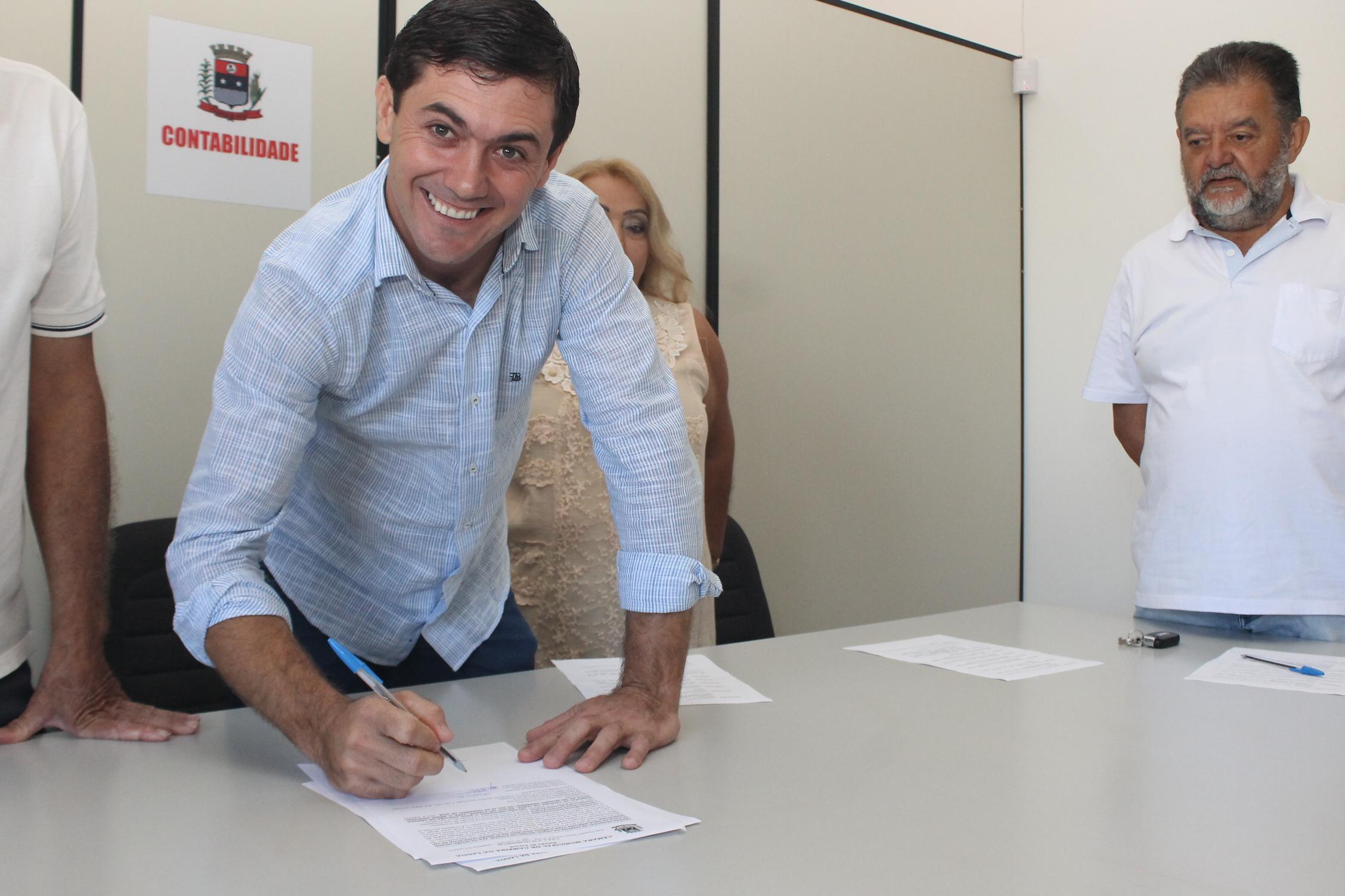 Gil Ferreira toma posse como o novo presidente da Câmara de Campina da Lagoa