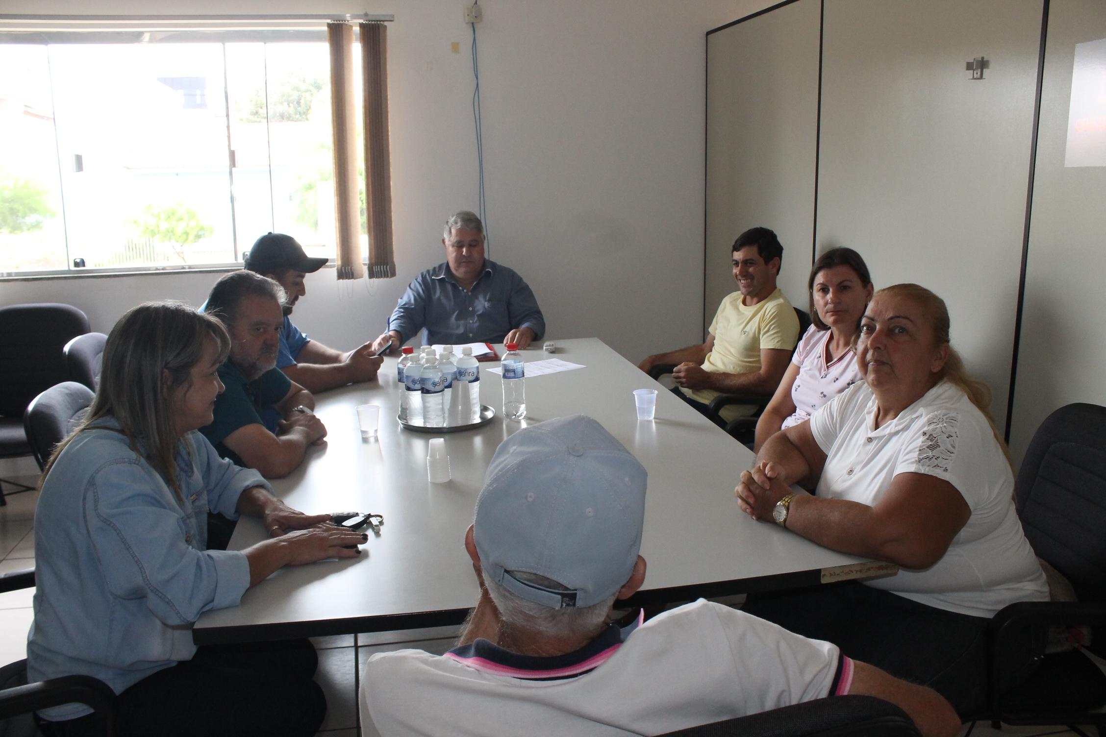 Gil Ferreira faz primeira reunião ordinária como presidente da Câmara Municipal.