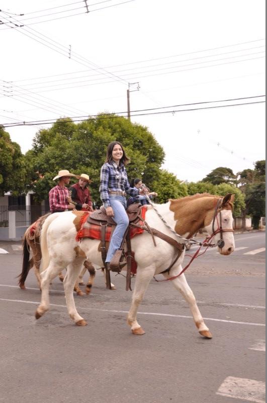Cavalgada reúne 800 cavaleiros em Flórida