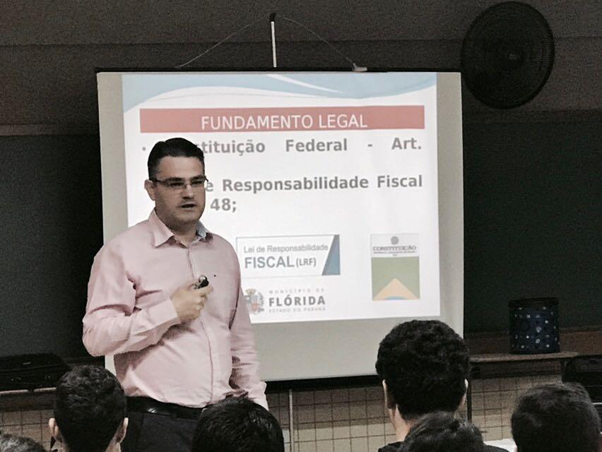 Controlador Interno do município ministra palestras sobre o PPA para  alunos do Ensino Fundamental e Médio