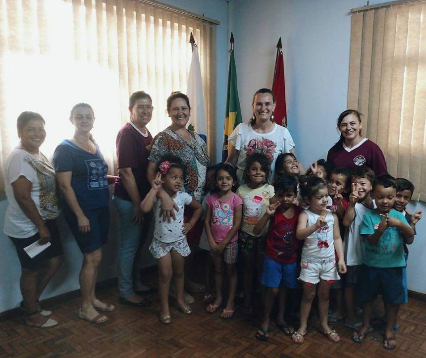 Prefeita recebe visita dos alunos do CMEI